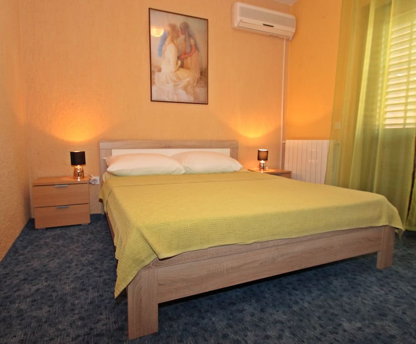 spacius doublebed with AC in the room