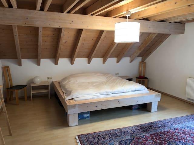 Schlafzimmer Doppelbett 2x2 m