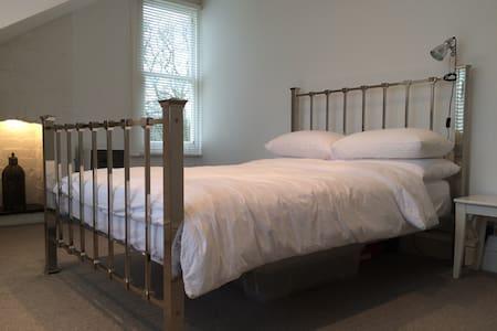 Double room in Redland. - Bristol