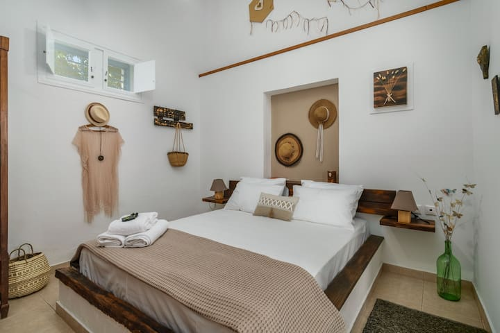 Stou Alekou, Bedroom