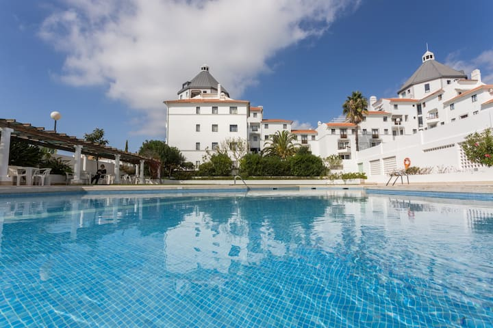 1 Bedroom apartment with pool, 10min from Marina
