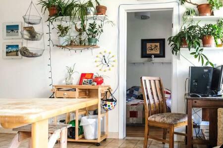 Votre propre tite chambre à Mile Ex! - Montréal - Apartment