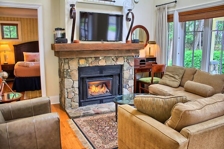 2 Bedroom Cottage with Hot tub on Pender Island