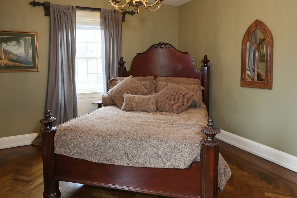 David's Room with queen-size bed