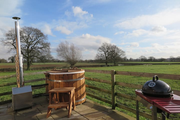 Butterpot Cottage Derbyshire Dales Swedish Hot Tub