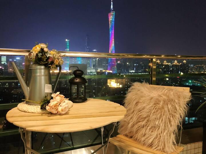 【全屋消毒,武汉加油】正规一房一厅享广州塔景观,可长租可做饭,地铁上盖,繁华商圈,3床适合2-4人。