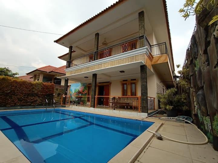 Villa Cisarua Bogor 6BR Private pool