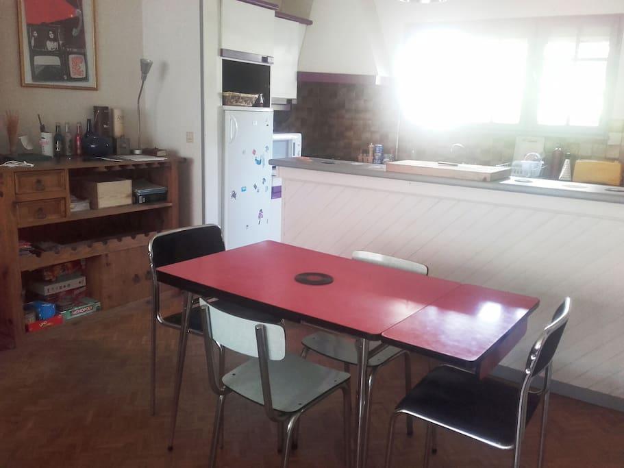 séjour, salle à manger ouvert sur cuisine