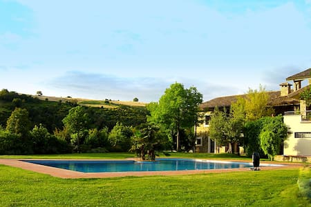 Exclusive villa with pool in Umbria Tuscan border