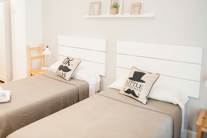 Smile & Co Hostal Alicante: Twin room