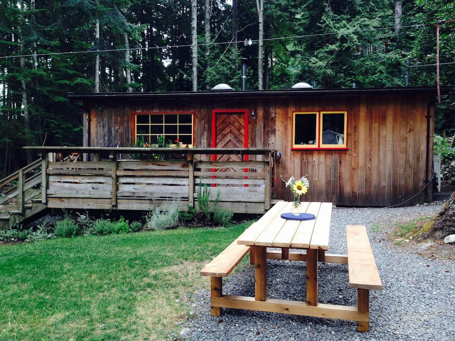 Fully updated cottage in quiet setting on Bowen Island