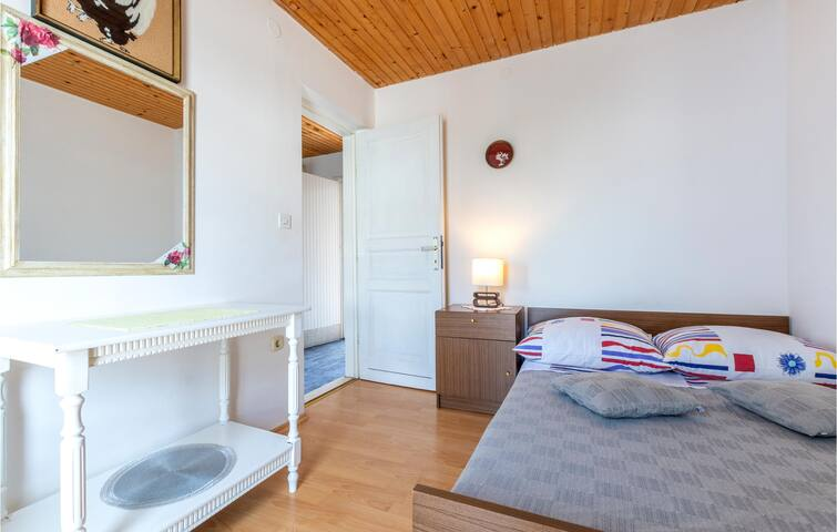 Holiday cottage with 4 bedrooms on 94m² in Sevid