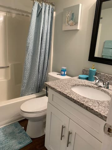 Private room/bath-livein ready! Great neighborhood