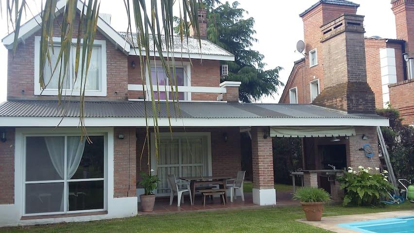 Excelente Casa en Country Club Banco Provincia - Francisco Alvarez - Rumah percutian