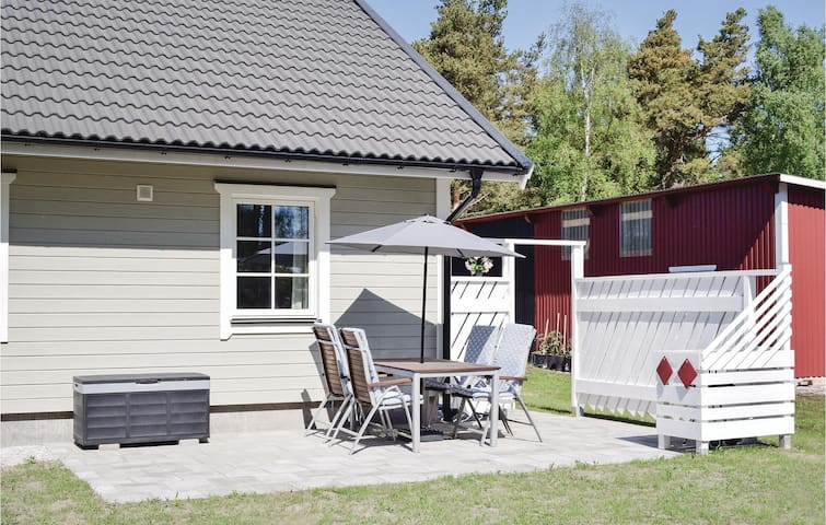 Holiday apartment with 2 bedrooms on 48m² in Katthammarsvik