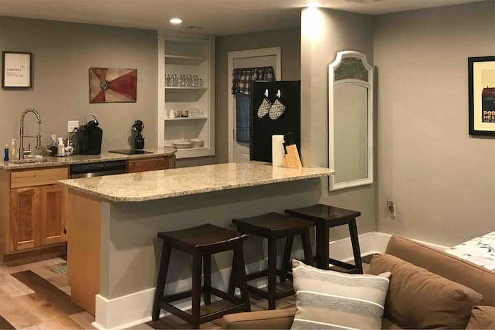 Greenfield Suite - a secluded hideaway in Wichita