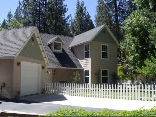 Charming home 5 mins from Bass Lake