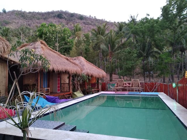 Wooden Paradise Bungalows Pool share room