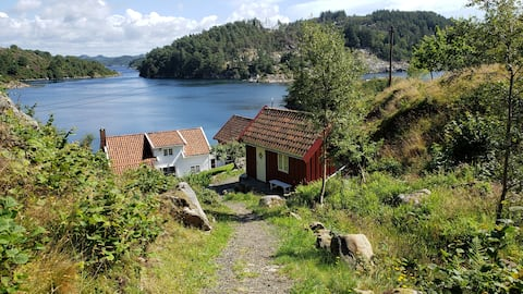 Norwigan cabin by the ocean, with rich history.