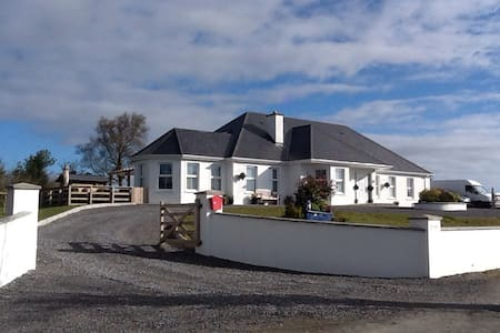 The Lighthouse Modern & Chic - Fenagh, Ballinamore  - Bed & Breakfast