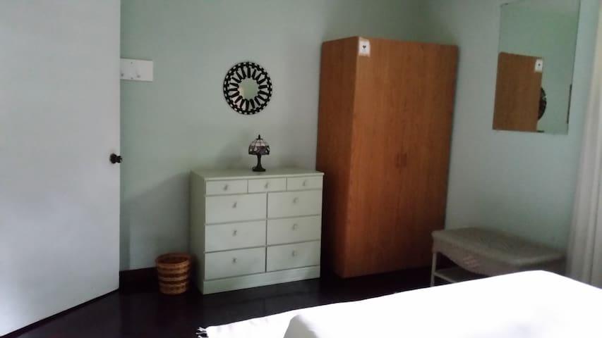 Bedroom #1 with NEW queensize mattress