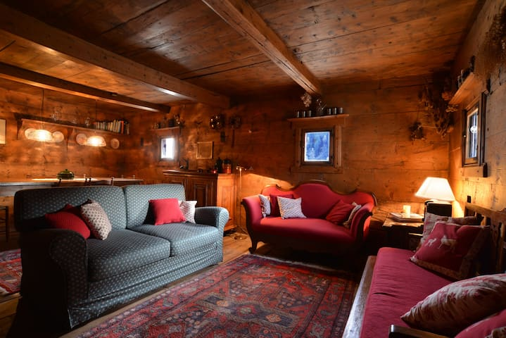 Charming and cosy traditional house - Bregaglia - บ้าน