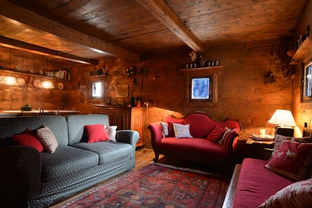 Charming and cosy traditional house - Bregaglia - 独立屋