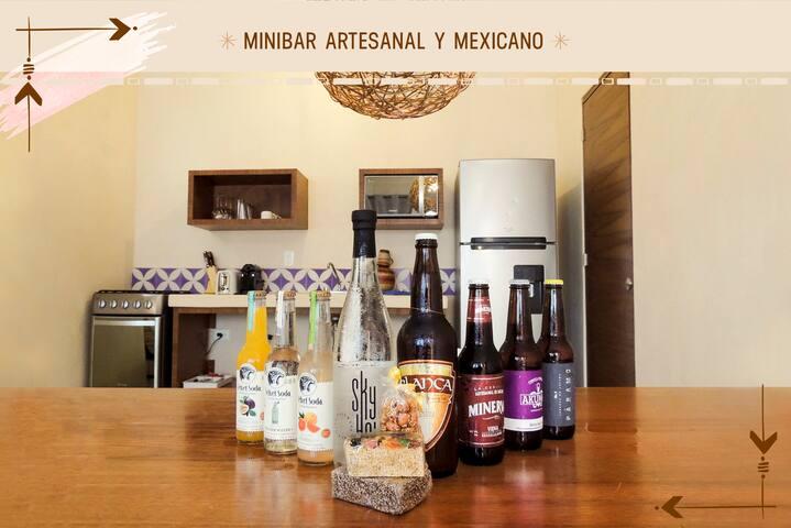 Encuentra nuestra variedad de snacks, agua, sodas y cervezas artesanales. Productos 100% mexicanos. Disfrutalos por un costo adicional.