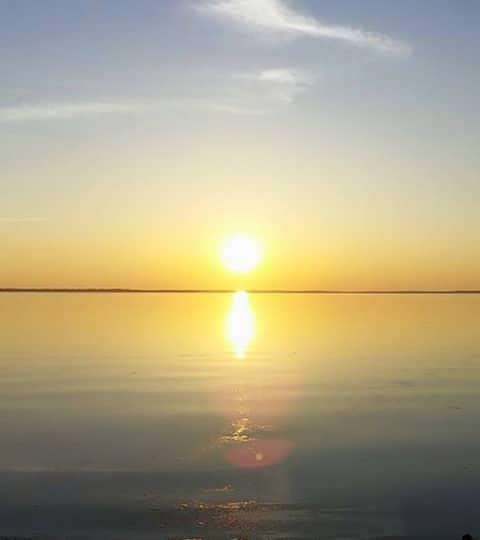 Beautiful Lakefront Sunset Cottage