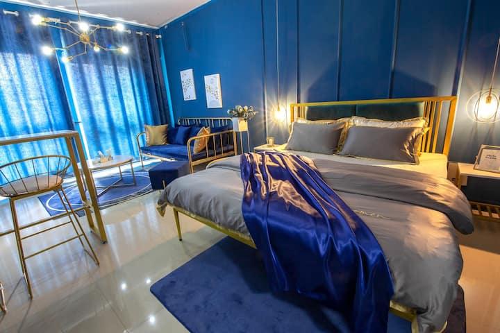 「蓝色梦境」空调大投影轻奢公寓