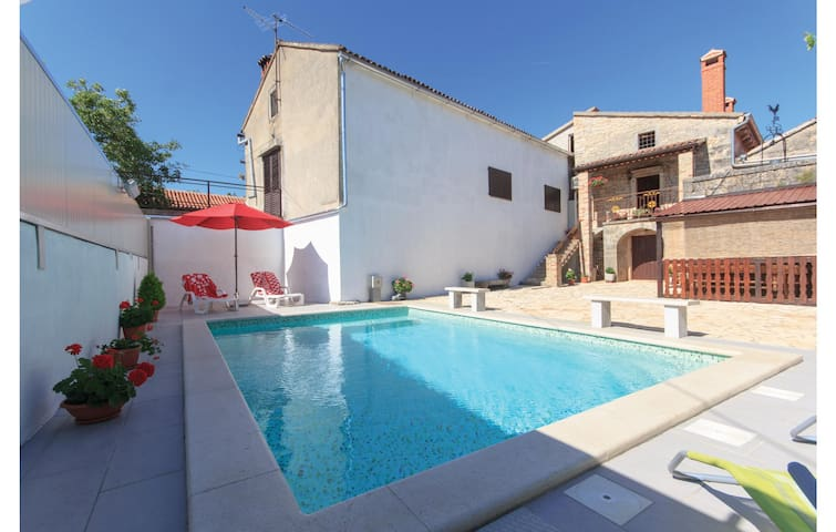 Semi-Detached with 3 bedrooms on 161 m²
