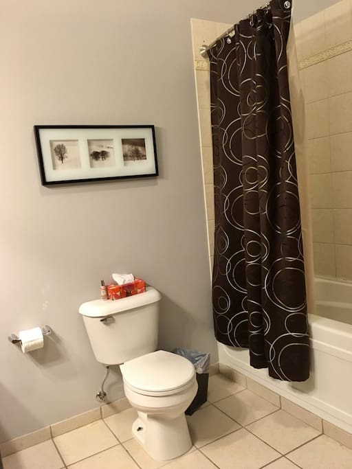 Greenview Retreat - Full Bathroom with Bath and Shower