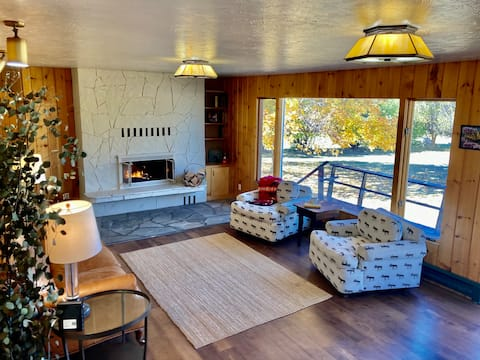NEW!  Cheerful 3 Bedroom Cottage w/ Fireplace