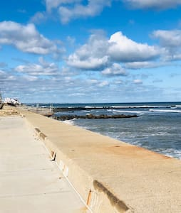 Victorian,Ocean views w/short walk to restaurants