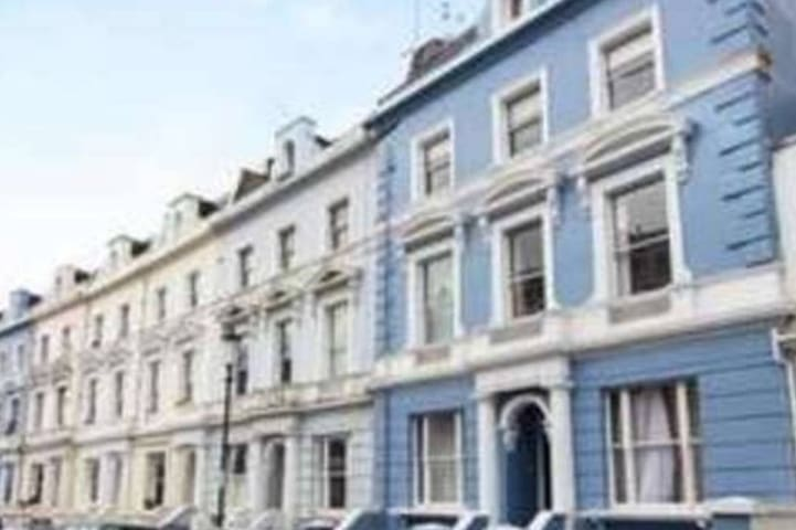 1 bed flat with roof terrace off Portobello Road