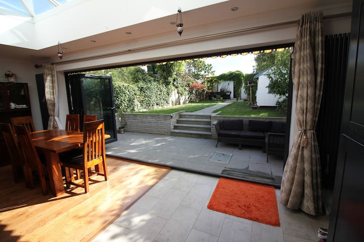 5 Bed Modern Cottage - near station - Romford - 獨棟