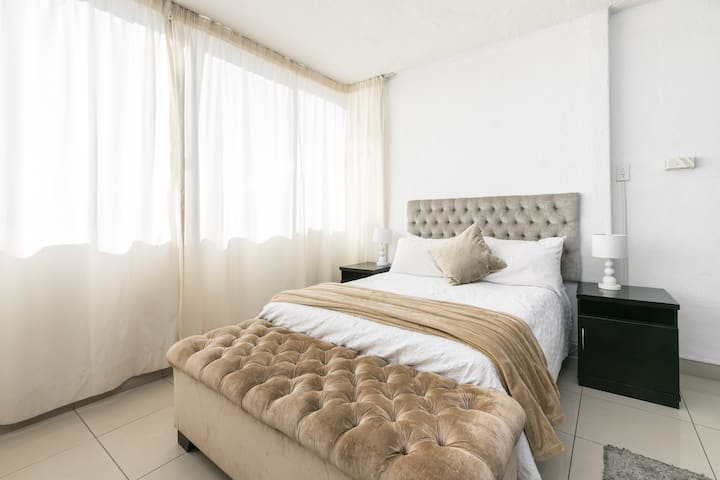 Sandton Apartment (112) - 4.6KMS from Sandton City