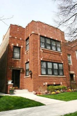 Classic top-floor 2 bedroom flat  - Evanston - Apartment