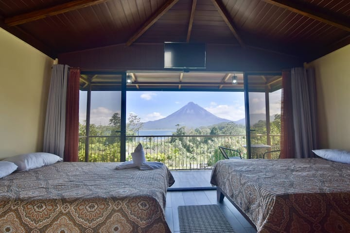 Paradise Bungalow 1. Fabulous Volcano and Lake View!