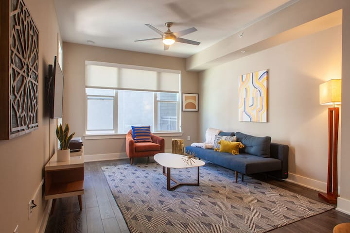Kasa Denver 1BD/1BA | Self Check-In + Free Parking | Riverfront