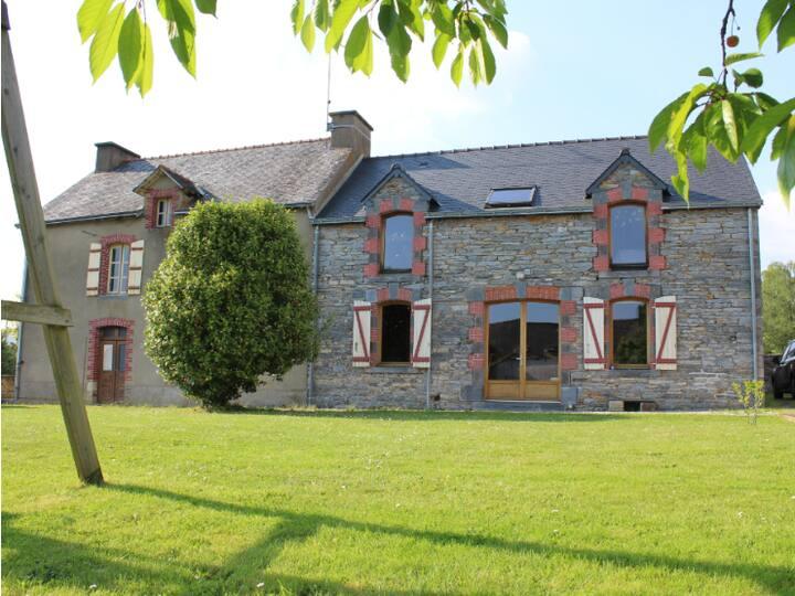 Maison en pierre - Village touristique