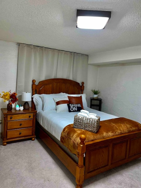 Furnished 2 Bedroom Guest Suite w/Private Bathroom