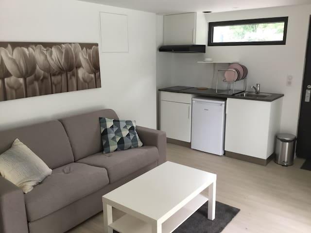 Beau studio moderne et cosy dans parc arboré