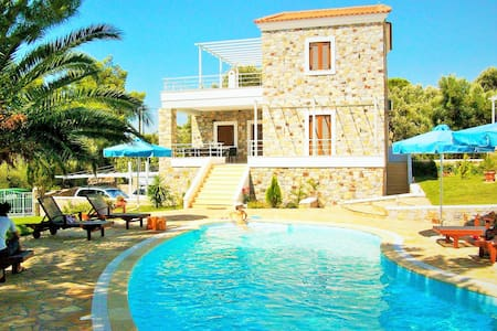 Mytilini Island Beachfront Houses Sleeps 4 - Lesbos Prefecture - Dom