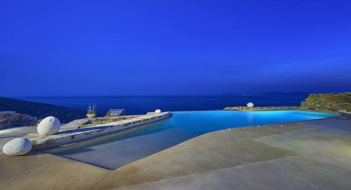 Villa above Kionia in Tinos