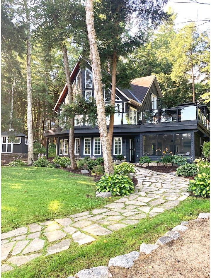 Stunning modern Lake Muskoka Cottage and Boathouse