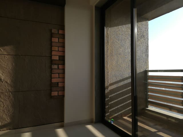 1 private room, +ve vibes, east-facing, 12th floor
