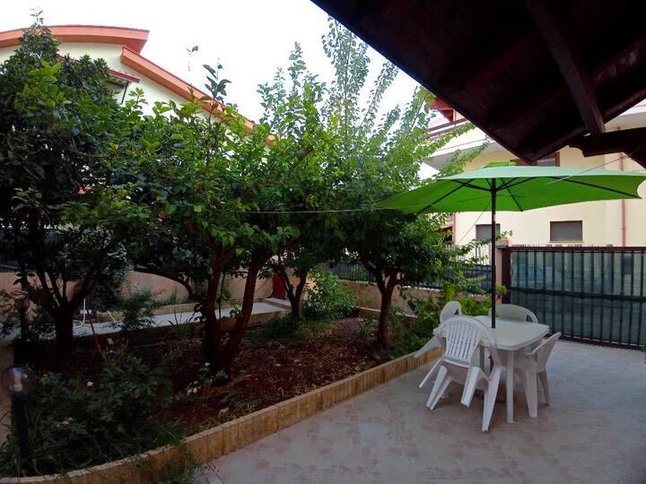 Il cortiletto (IUN P5233)
