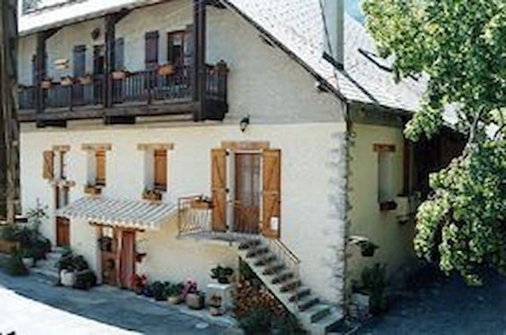 gite de france 3 épis avec cheminée - Châteauroux-les-Alpes - Apartament