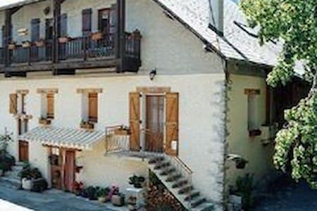 gite de france 3 épis avec cheminée - Châteauroux-les-Alpes